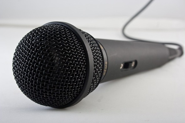 microphone-1068289_640