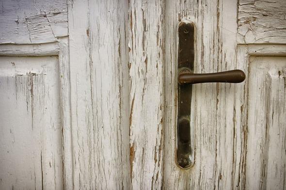 door-2592734_640