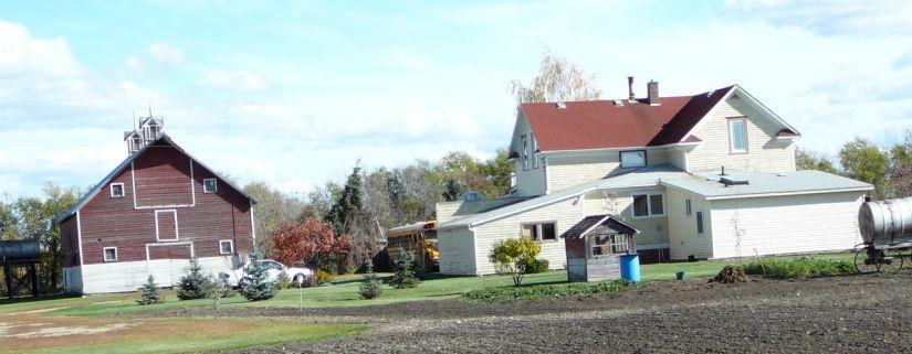 The farmhouse where I grew up - Photo © 2009 by V. Nesdoly